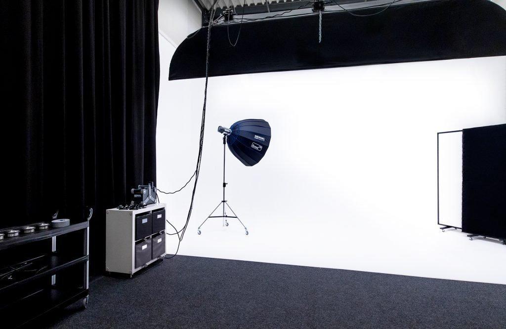 fotostudio filmstudio met rondwand en apparatuur huren